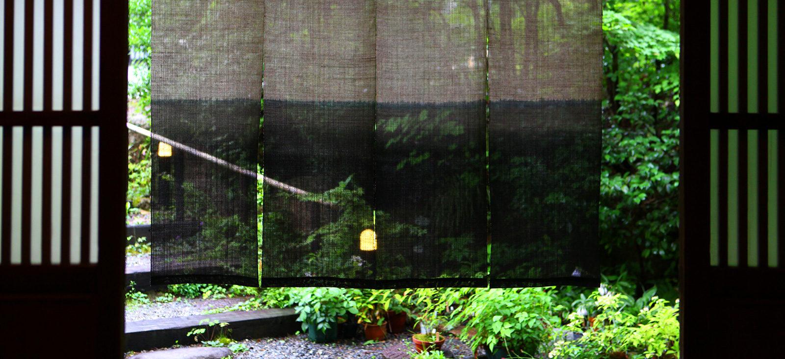 にし屋別荘入口の暖簾